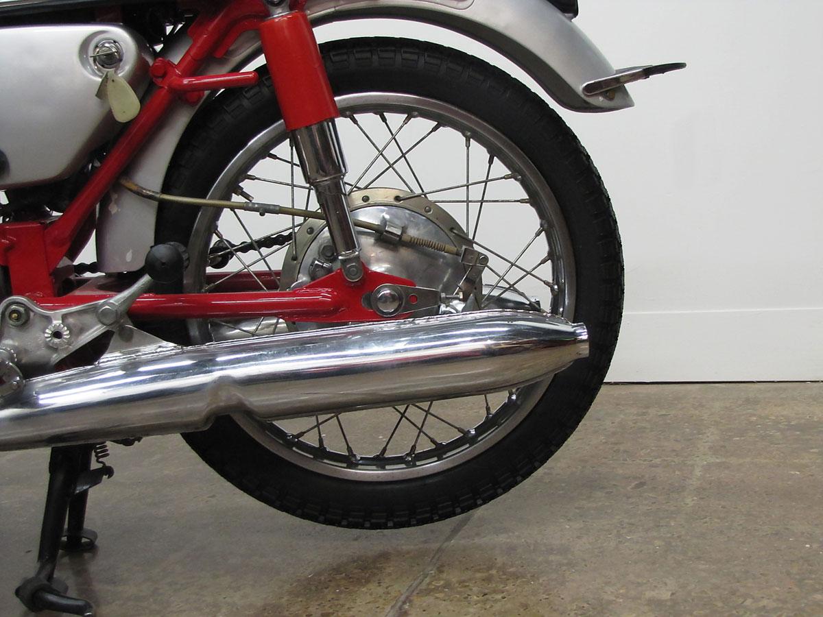 1965 Honda Super Hawk_23