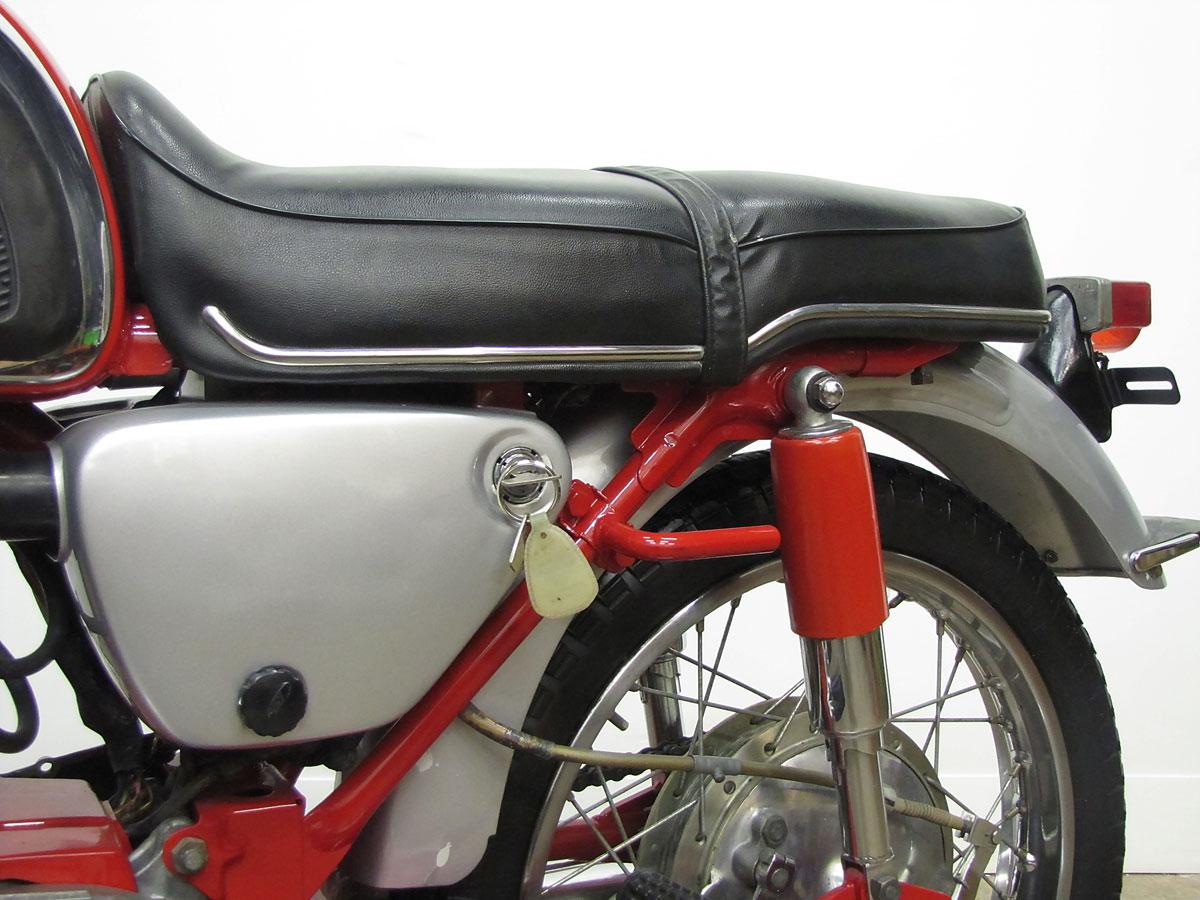 1965 Honda Super Hawk_26