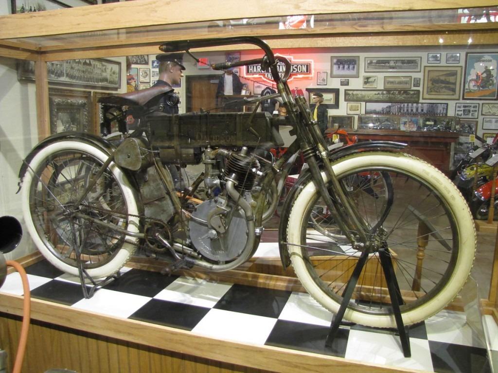 1908-harley-davidson-strap-tank_1