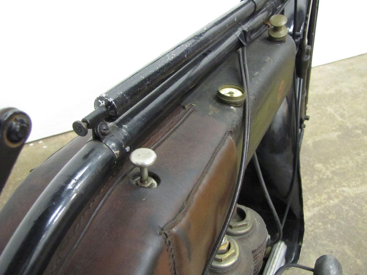 1917-triumph-model-h_11