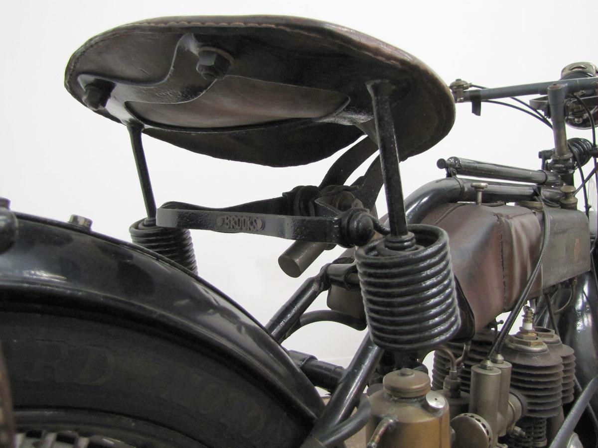 1917-triumph-model-h_37