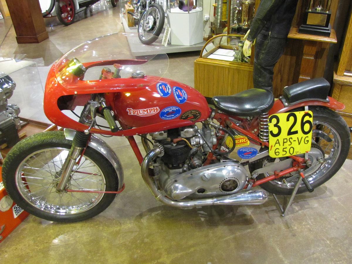 1953-triumph-t110_2