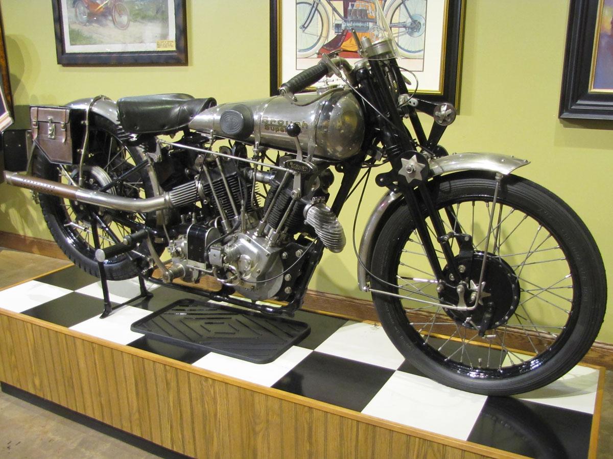 1927-brough-superior-ss100-pendine_3