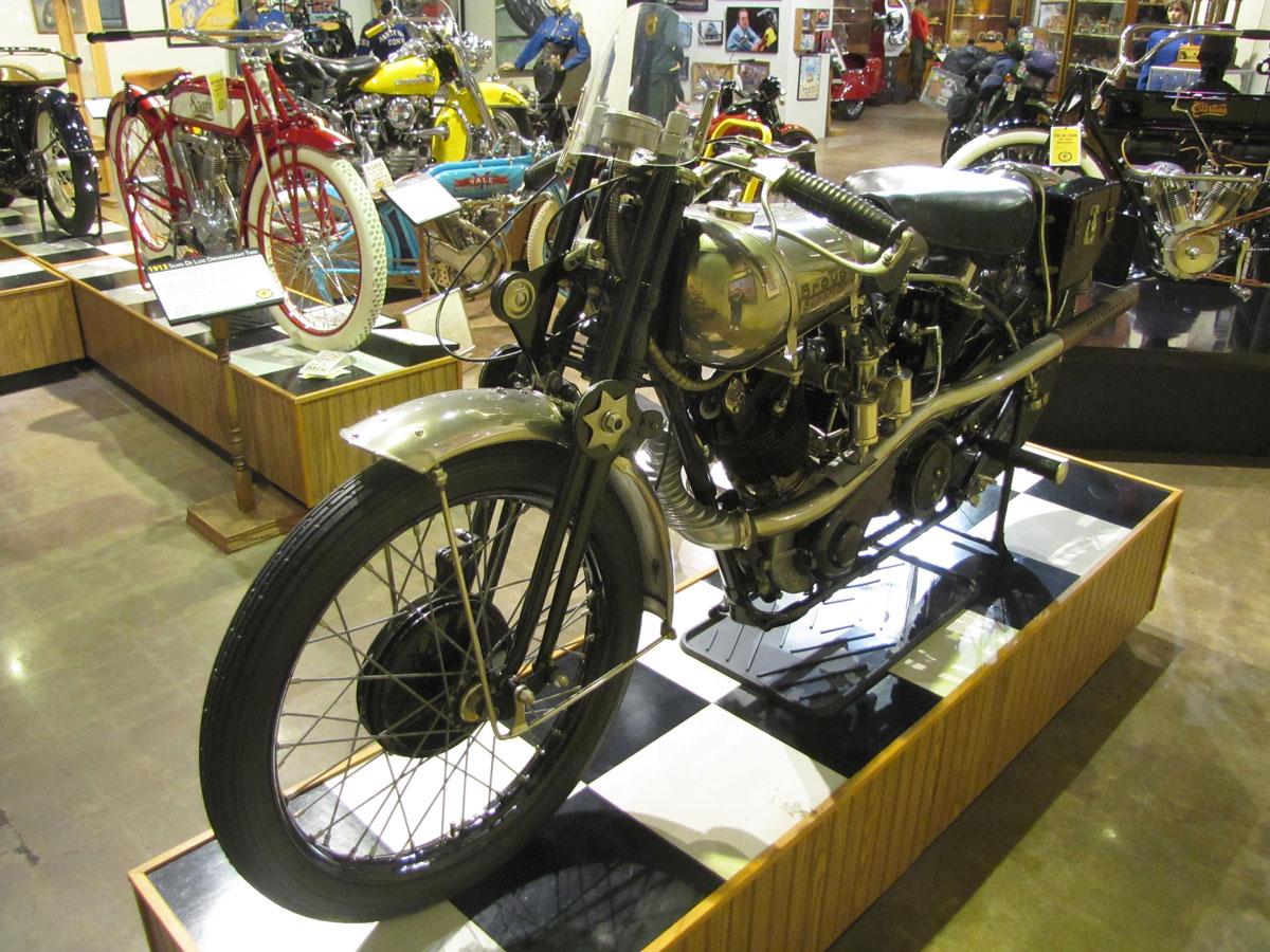 1927-brough-superior-ss100-pendine_5
