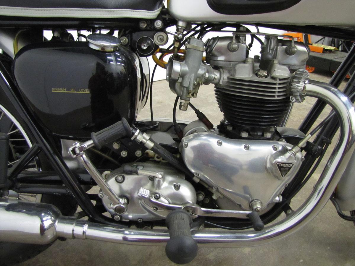 1962-triumph-bonneivlle-t120r_31