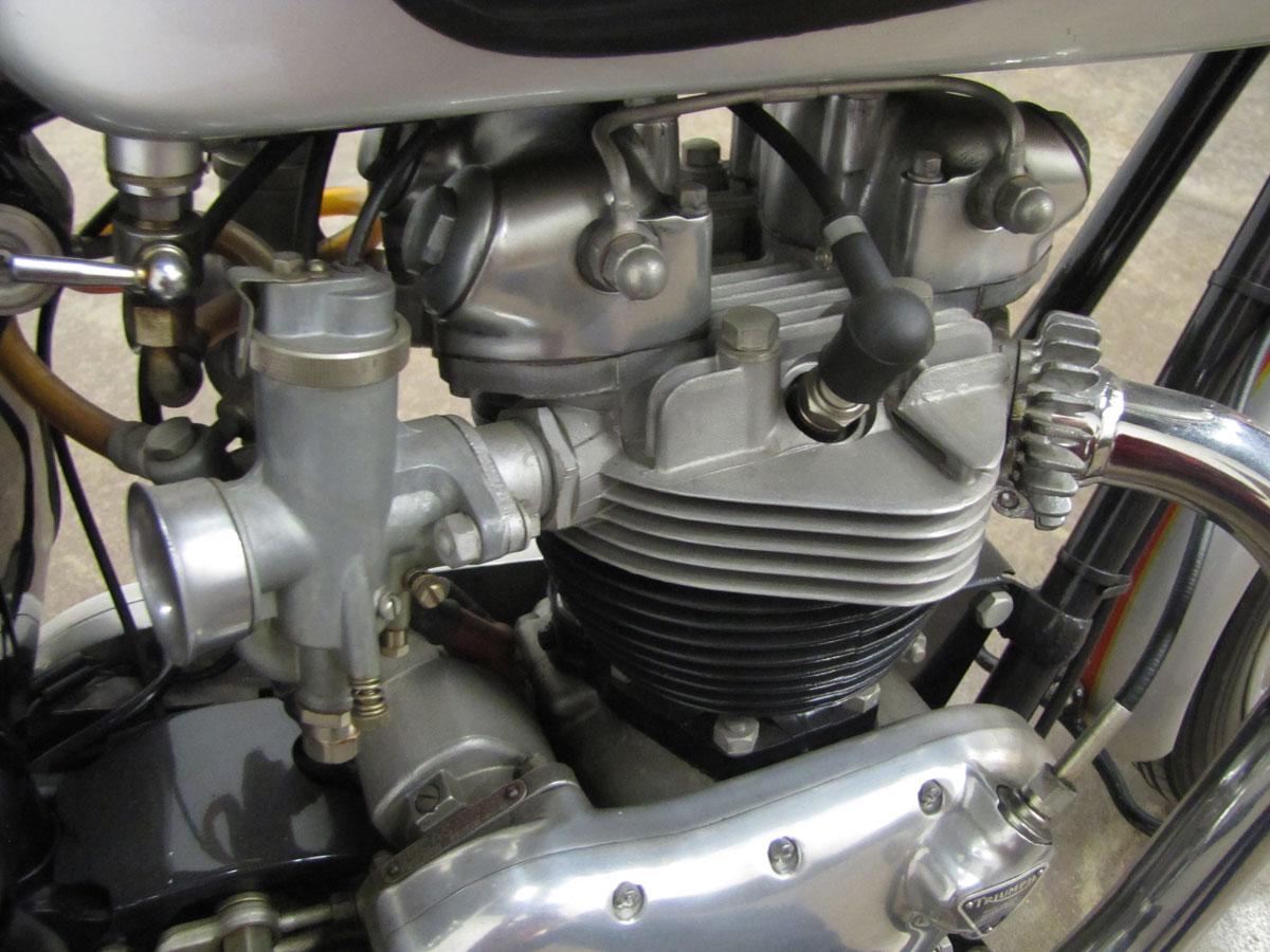 1962-triumph-bonneivlle-t120r_33