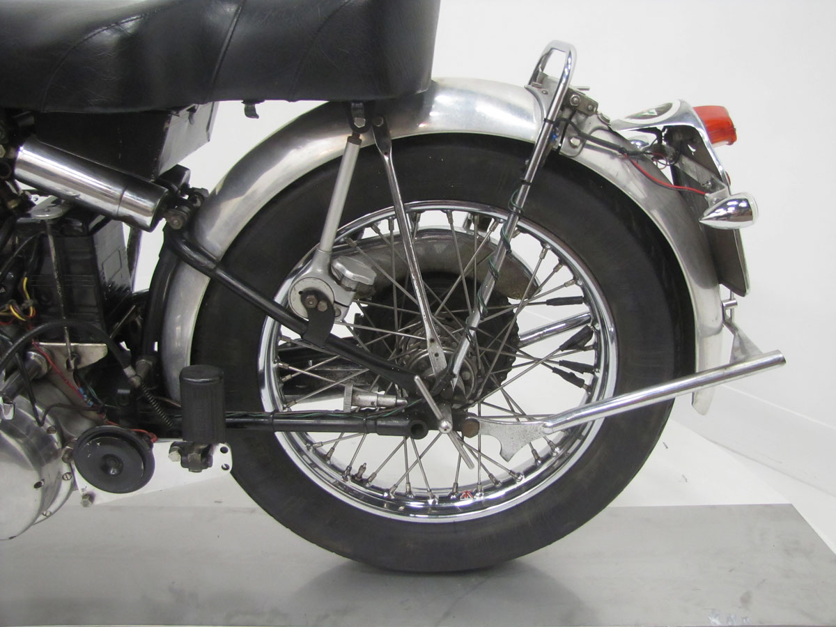 1951-vincent-black-shadow_24