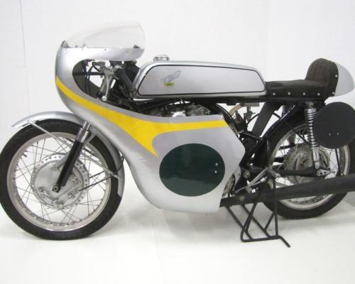 1964-honda-cr77-road-racer_1