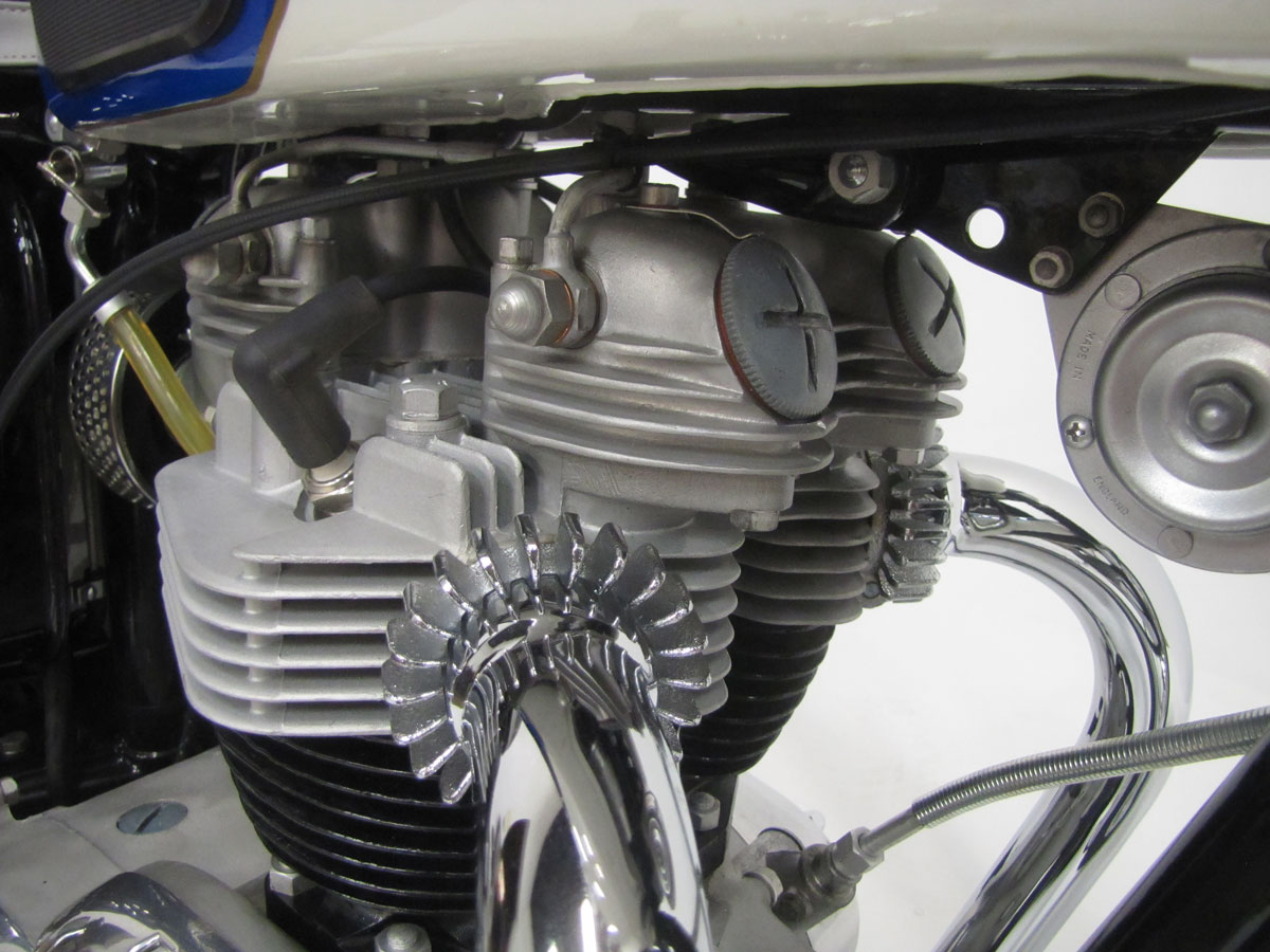 1966-triumph-tr6r-trophy_37