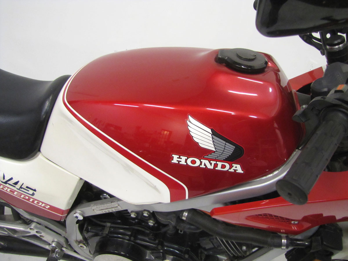 1983-honda-vf750f-interceptor_11