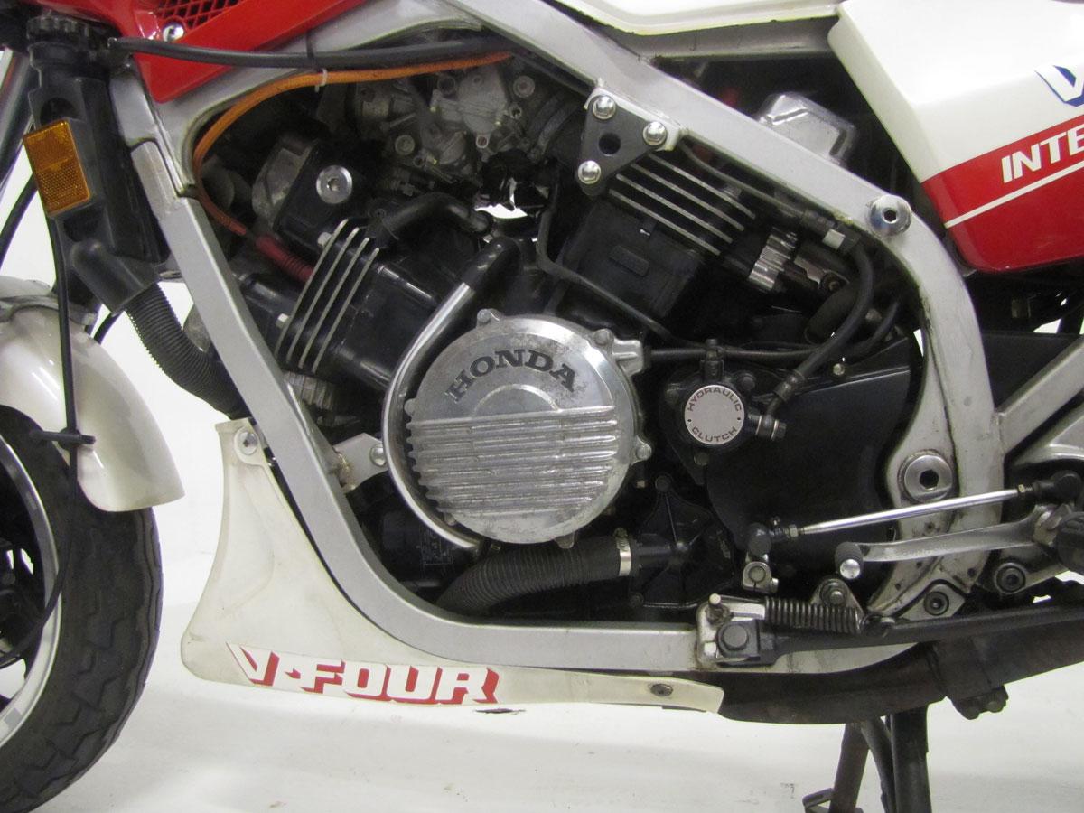 1983-honda-vf750f-interceptor_34
