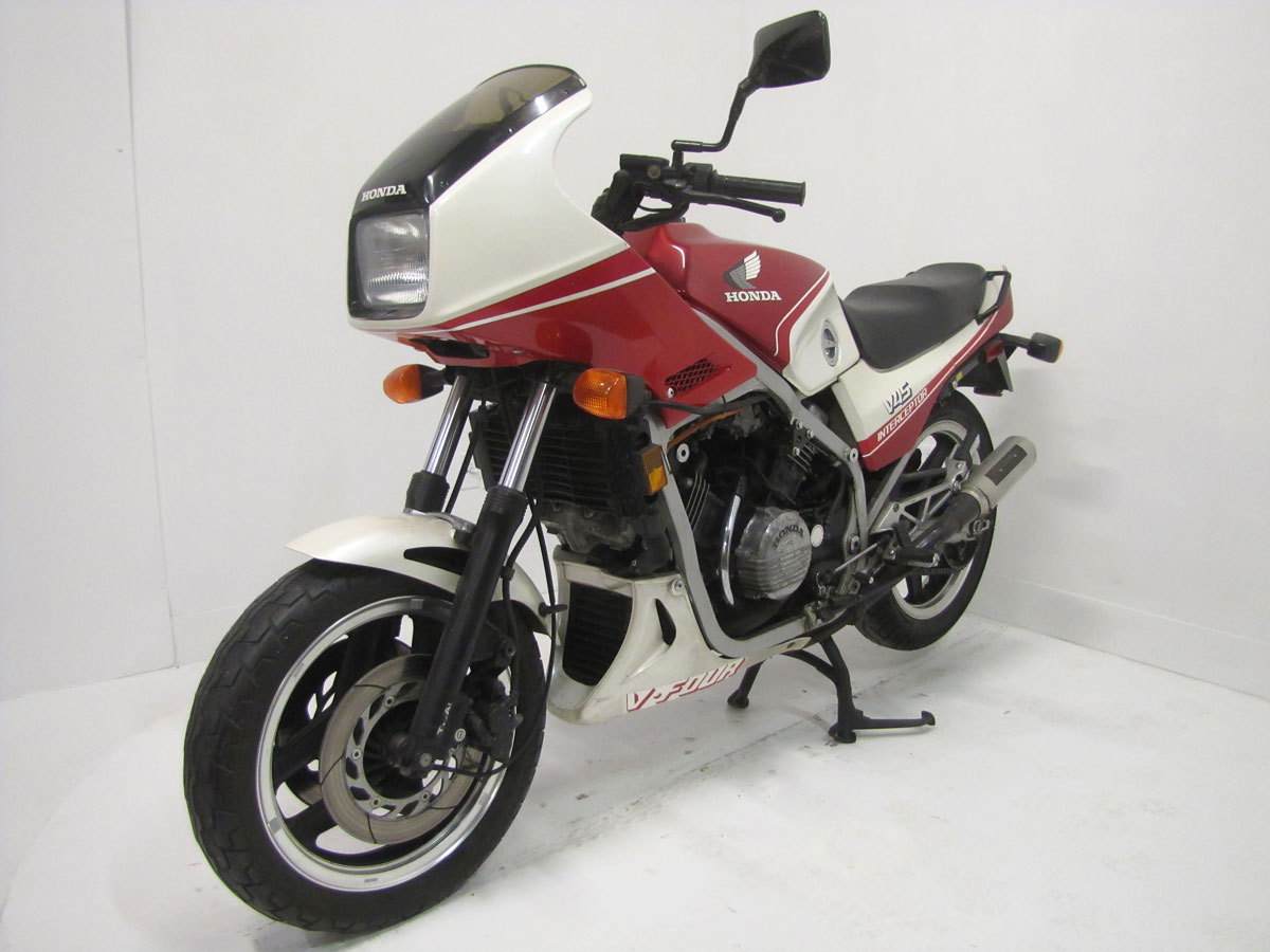 1983-honda-vf750f-interceptor_4