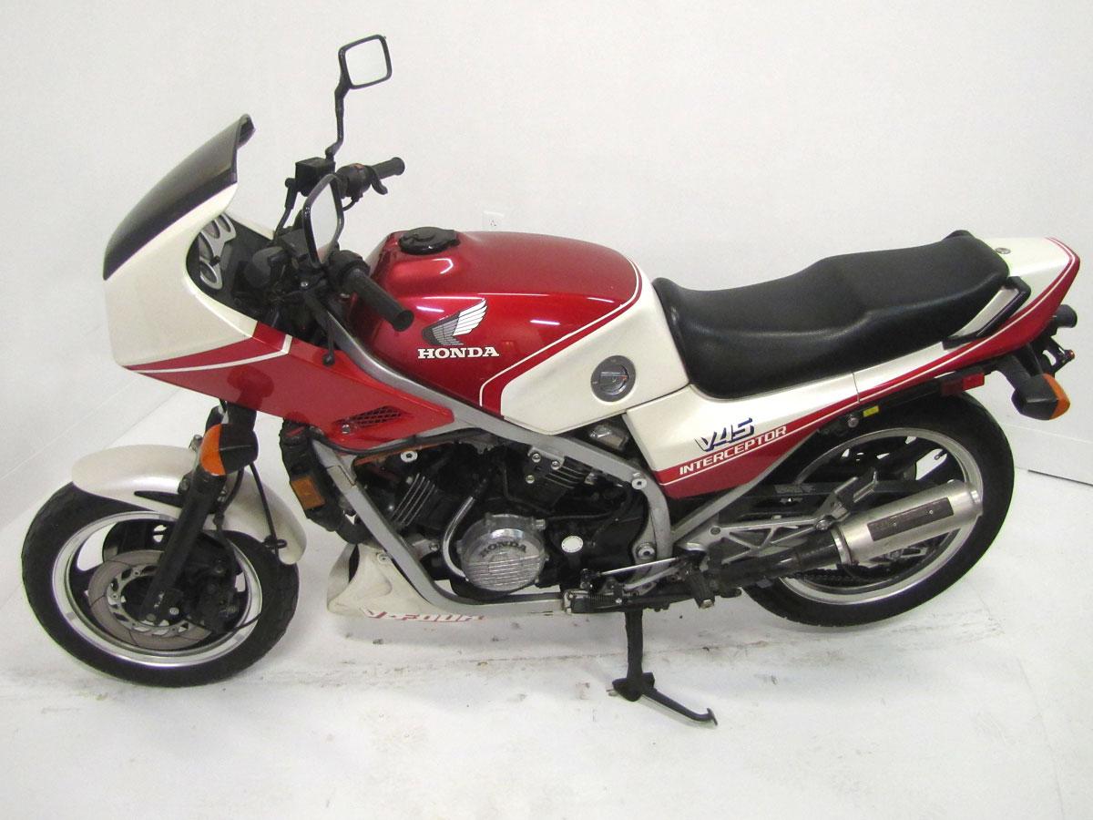 1983-honda-vf750f-interceptor_9